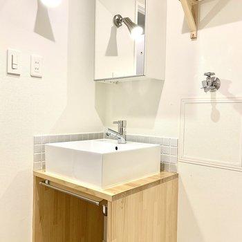 洗面台も木製でかわいい!