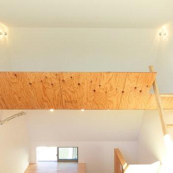 ロフト空間へ※写真は同じ間取りで同じ階、別部屋のものです