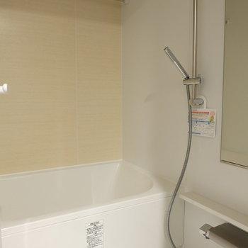 シャワーの形すごい!※写真は反転間取り別部屋のものです