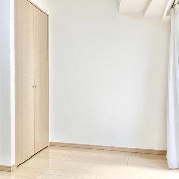【Bed room約4.6帖】左手はクローゼットです。