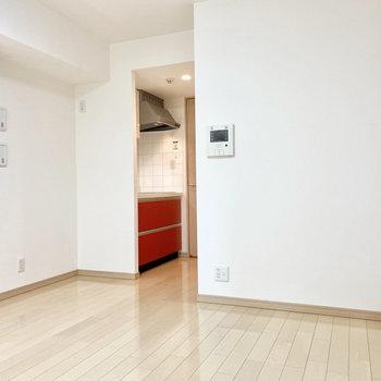 【LDK】キッチンの左横に冷蔵庫が置けます。