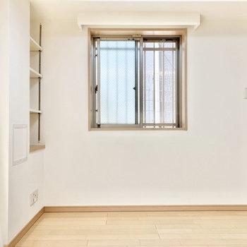 【Bed room約4.6帖】2つめの窓発見。風が気持ちいい〜。