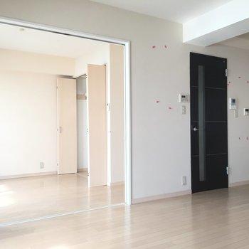 引き戸の先には寝室があります。 ※写真は前回募集時のものです