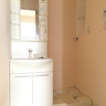 洗面台も収納たっぷりとね。 ※写真は前回募集時のものです