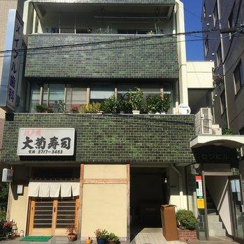 1階は寿司屋。2階は歯医者さんなんです。 ※写真は前回募集時のものです