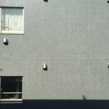 眺望はお隣の建物です。 ※写真は前回募集時のものです