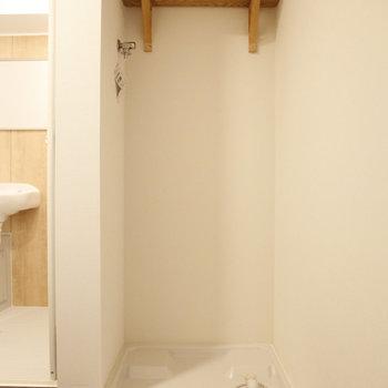 洗濯機置場はお風呂の横に。