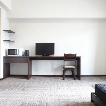 床はふかふかカーペットです。※写真は8階の反転間取り別部屋のものです。