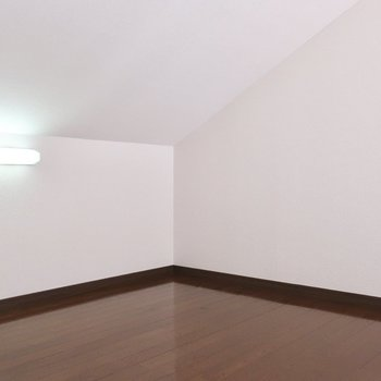 コンセントもライトも完備されているので居室として十分使えますよ※写真は2階の同間取り別部屋、モデルルームのものです