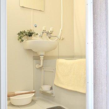 水周りは2点ユニットでお掃除も楽チン!※写真は2階の同間取り別部屋、モデルルームのものです