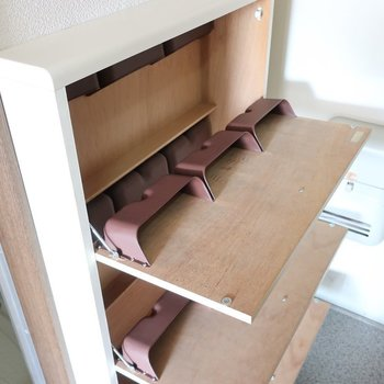 シューズBOXは手前に開くタイプだから省スペース!※写真は2階の同間取り別部屋、モデルルームのものです