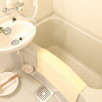 浴槽も大きめだからゆっくり温まろう◎※写真は2階の同間取り別部屋、モデルルームのものです