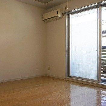 白壁部分はこんな感じ。※写真は別部屋です
