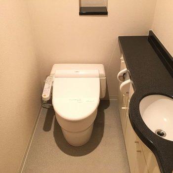 スマートなトイレ。ホテルライク。※写真は別部屋