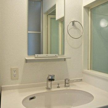 洗面台、ワイドでっせ。※写真別部屋
