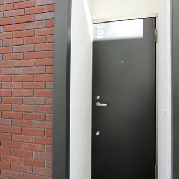 101号室の扉。