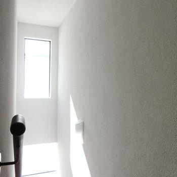 共用階段の雰囲気。