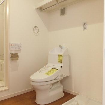 ウォシュレット付きトイレと、洗濯機置場