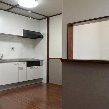和な部屋に綺麗なキッチン