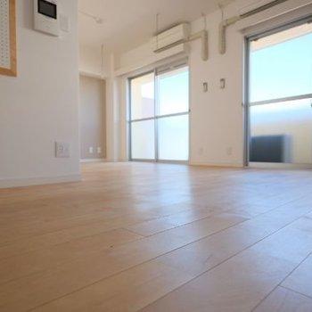 床はオークの無垢材。綺麗な木目が楽しめるんです◎※写真は前回募集時のものです
