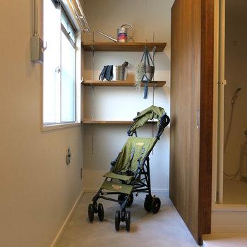 玄関は広いのでベビーカーや自転車、アウトドア用品もらくらく置けます。