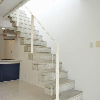 コンクリ打ちっぱなしのお洒落な階段