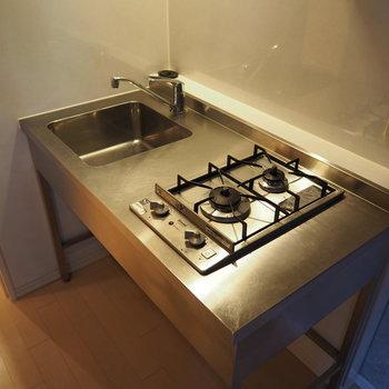 かっこいいシステムキッチン。