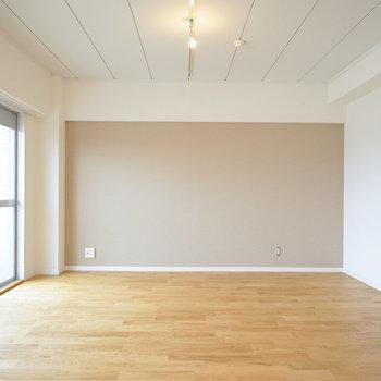 広いリビングに贅沢な無垢床※写真はイメージです