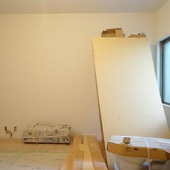 こちらは寝室に。もちろん無垢に!※写真は工事中です