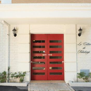 赤い扉が効いてます