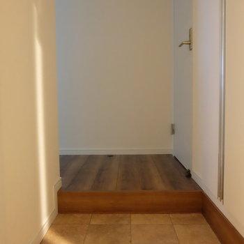 玄関はお部屋からみえません。