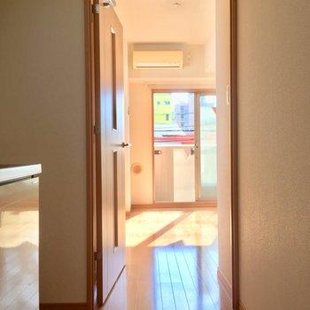 玄関側から明るい居室方面※写真は前回募集時のものです