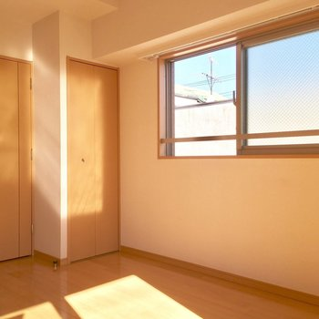 2面の窓で風通しも◎※写真は前回募集時のものです