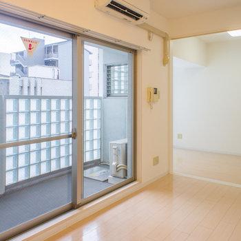 大きな窓も魅力ですよー!※写真は6階の同間取り別部屋です。