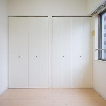 こちらの洋室にも大容量のクローゼット。※写真は6階の同間取り別部屋です。