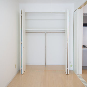 クローゼット広々♪※写真は6階の同間取り別部屋です。