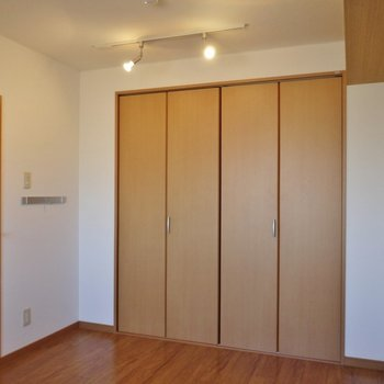 洋室の広さもまずまず!※写真は前回募集時のもの。