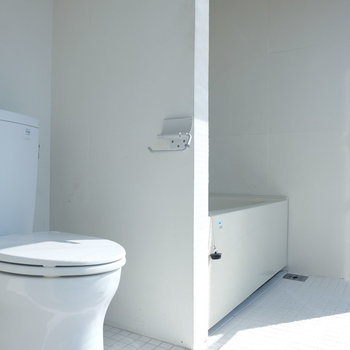 トイレの奥にバスルーム