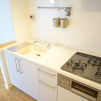 キッチンも大きく3口ガスに◎※写真はイメージです