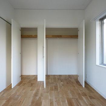 収納もそれぞれの寝室にこの大きなのクローゼットが!