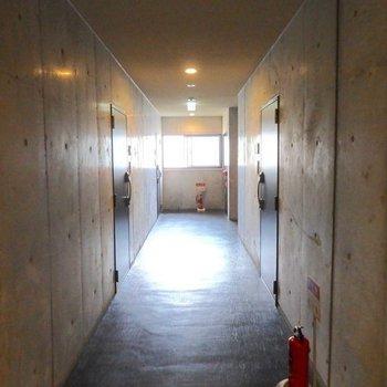 ホテルのような廊下。