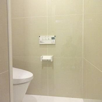 トイレはタイルがかわいい※写真は別部屋です
