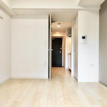 インテリアはナチュラル系かなぁ。※写真は4階同間取り・別部屋のものです。