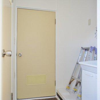 サニタリー。脱衣スペースに扉がありません