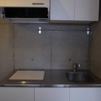 シンプルなお利口キッチン。※写真は別部屋です。