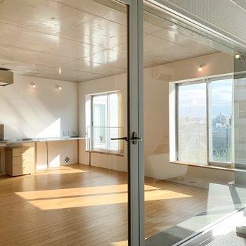 居室を見渡すことができるのはこのお部屋ならでは。