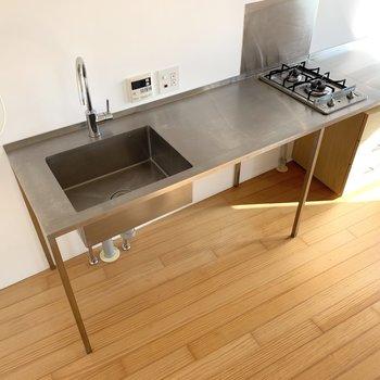 2口コンロで調理スペースもありますね。