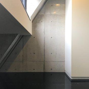 窓下のスペースはどう活用しましょうか、、
