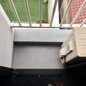 廊下の窓の部分にも少しだけバルコニースペースが!