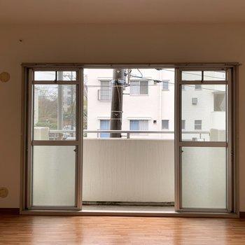 【洋室9.0帖】大きな窓で気持ちがいい〜